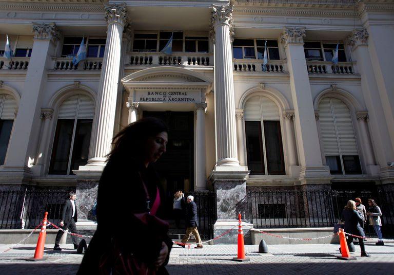 Argentina needs 'substantial' relief in $70 billion debt talks